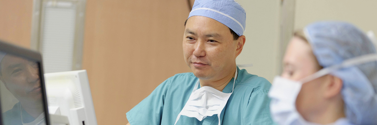 MSK surgeon Dennis Chi prepares for an operation to treat ovarian cancer