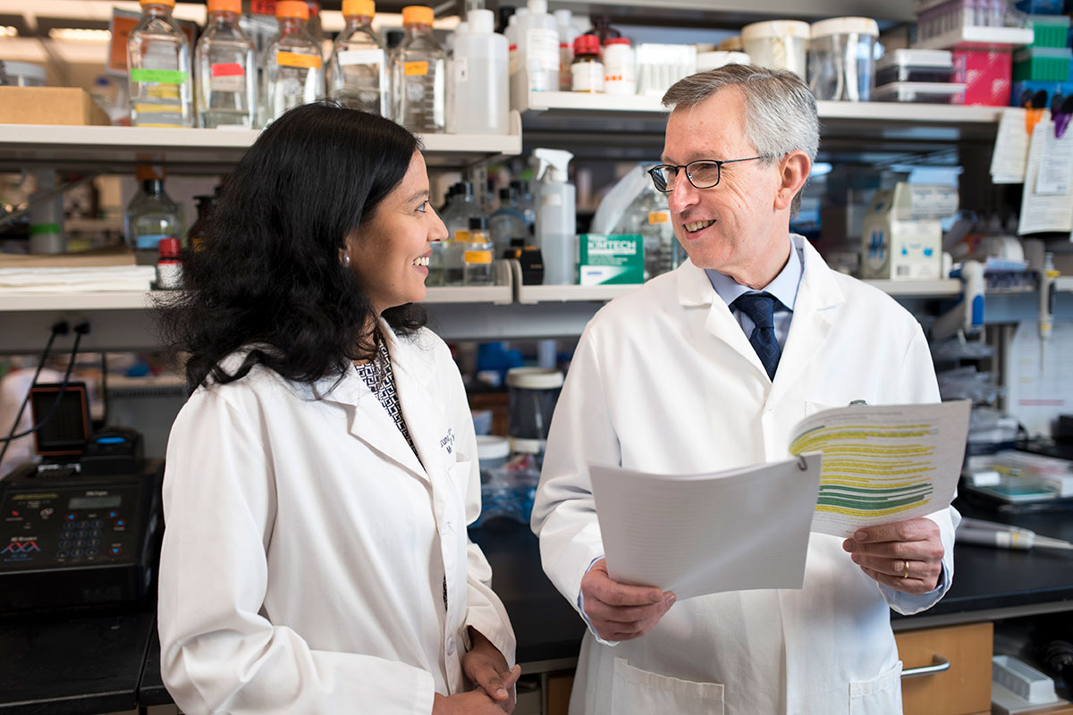 Sloan Kettering Institute Director Joan Massagué with laboratory member Karuna Ganesh