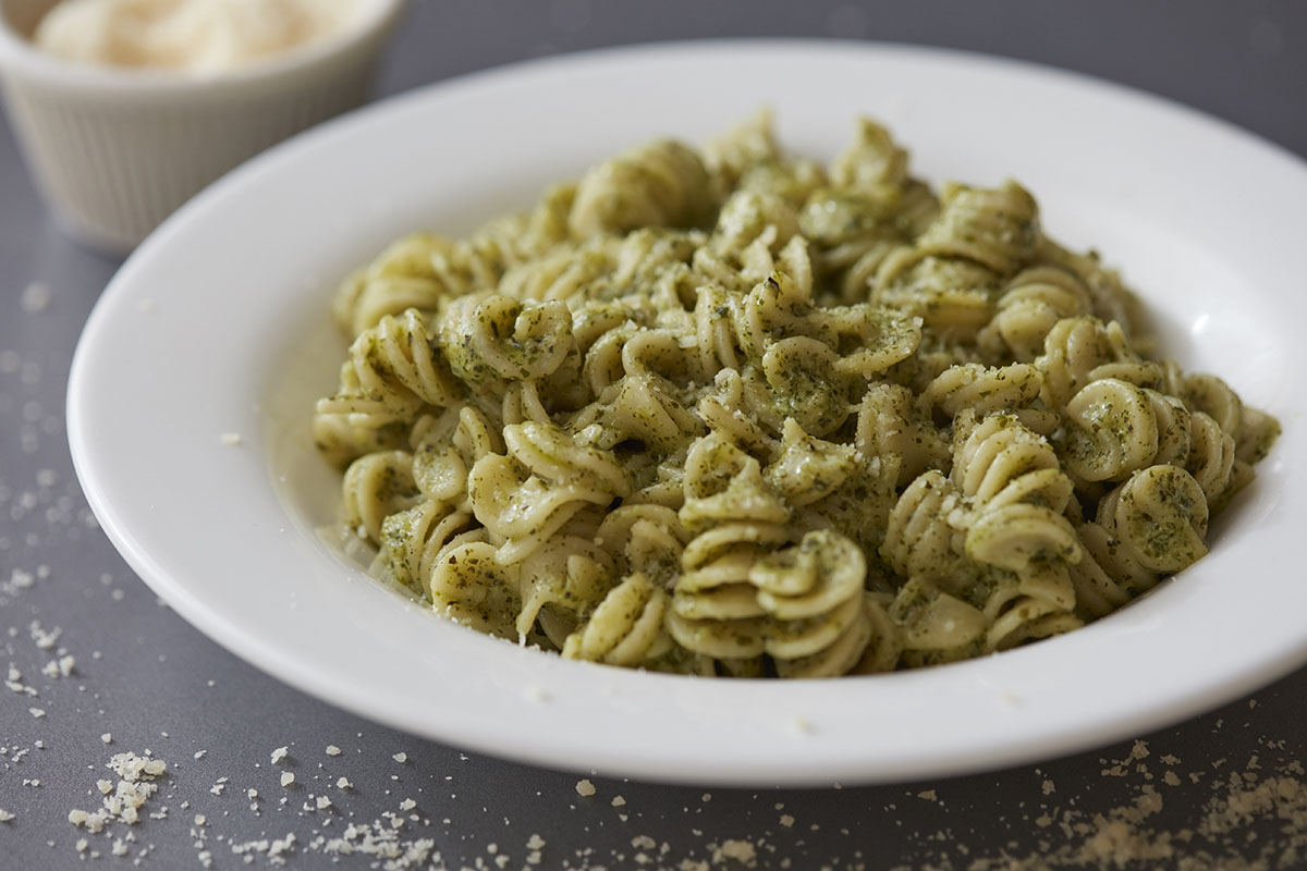 Fusilli with pesto and cream cheese