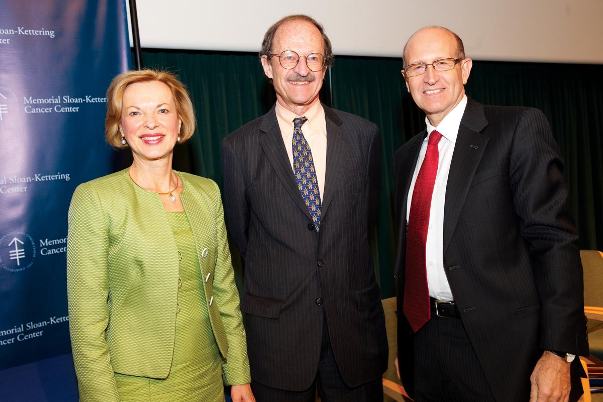 Convocation keynote speakers Elizabeth Nabel and Gary Nabel with Memorial Sloan Kettering President Harold Varmus.