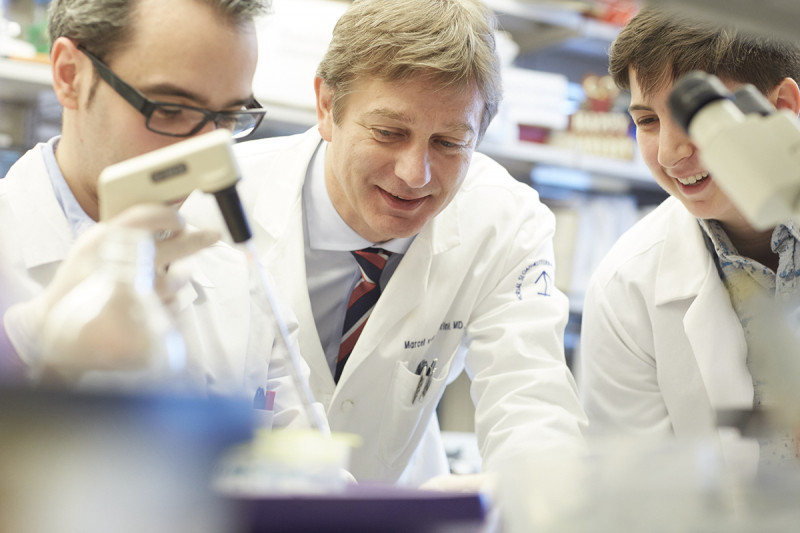 Marcel van den Brink and colleagues in his lab.
