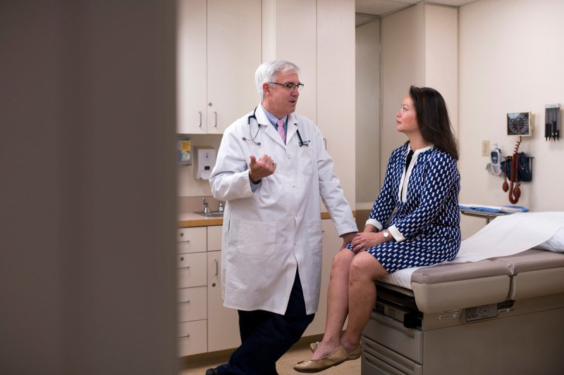 Endocrinologist Michael Tuttle discusses various treatment options with a patient with advanced thyroid cancer.