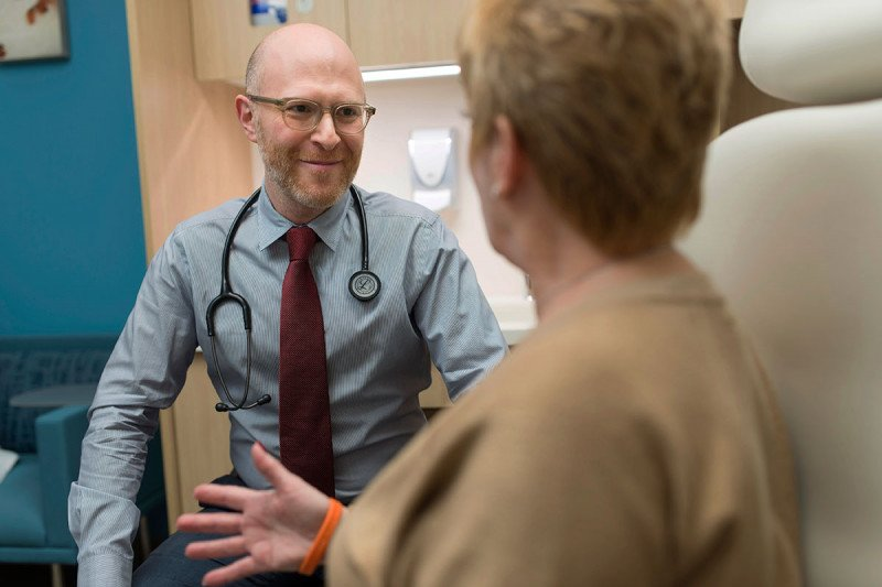 Medical oncologist counsels a patient.
