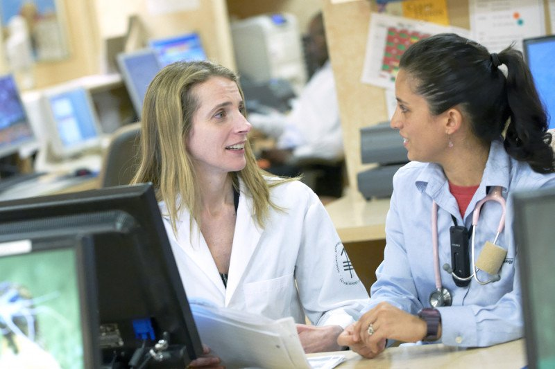 Carol Aghajanian, Chief of Gynecologic Medical Oncology, discusses lab results with a nurse
