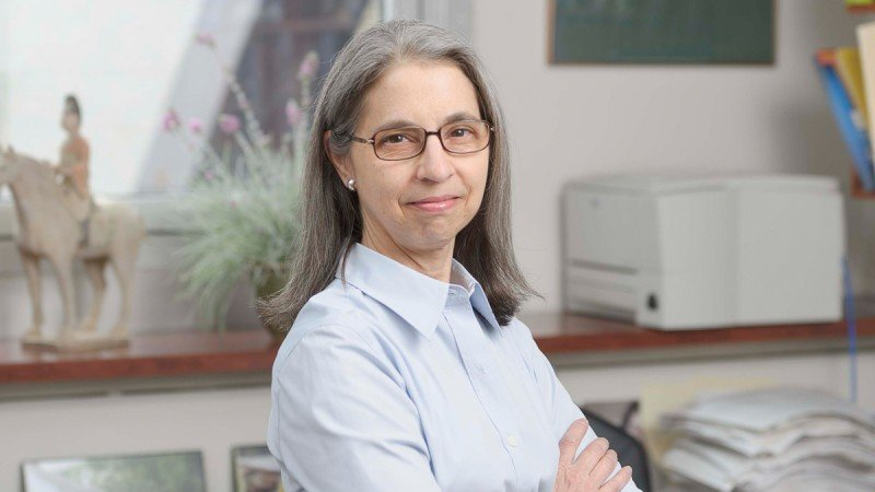 Hematologist-oncologist Ellin Berman discusses a randomized phase III clinical trial of an investigational oral drug, sapacitabine, for AML in elderly patients.