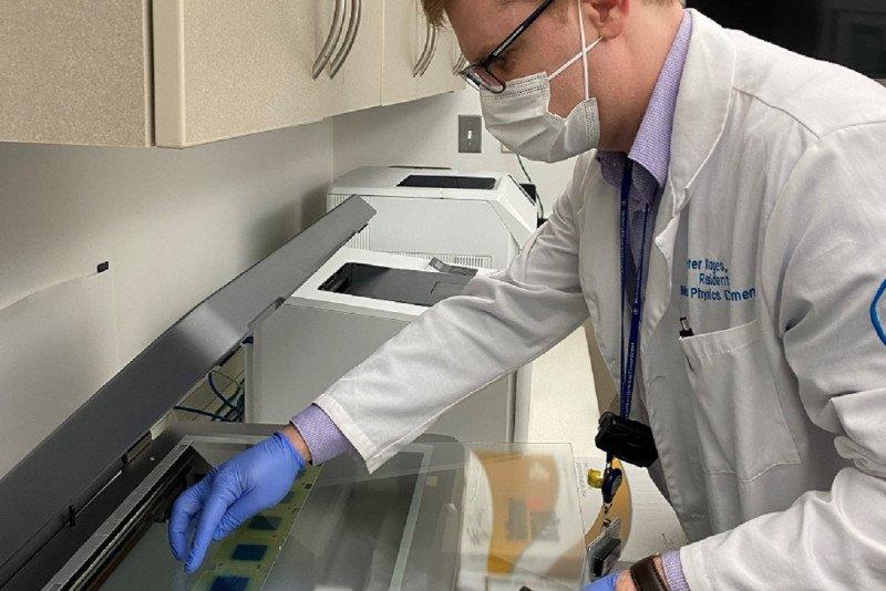 Dr. Peter Klages scanning dosimetry films