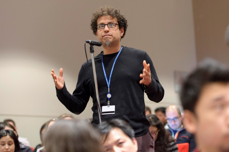 Symposium attendee Igor Vivanco asks a question during the Q&A session after Charles Swanton's presentation.