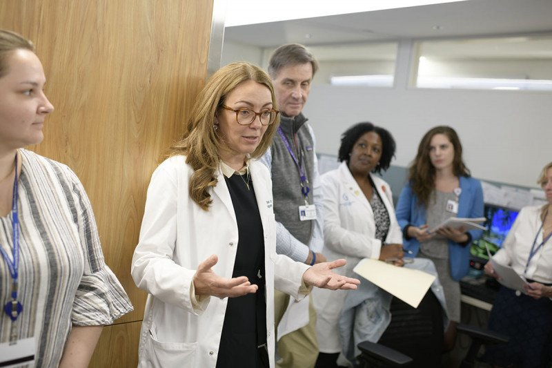 Neuro-oncologist Elena Pentsova