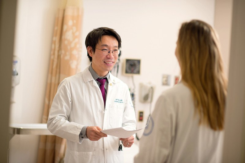 MSK hematologic oncologist Jae Park talks with another doctor