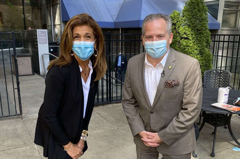On set with Today Show co-host Hoda Kotb and Kevin Browne