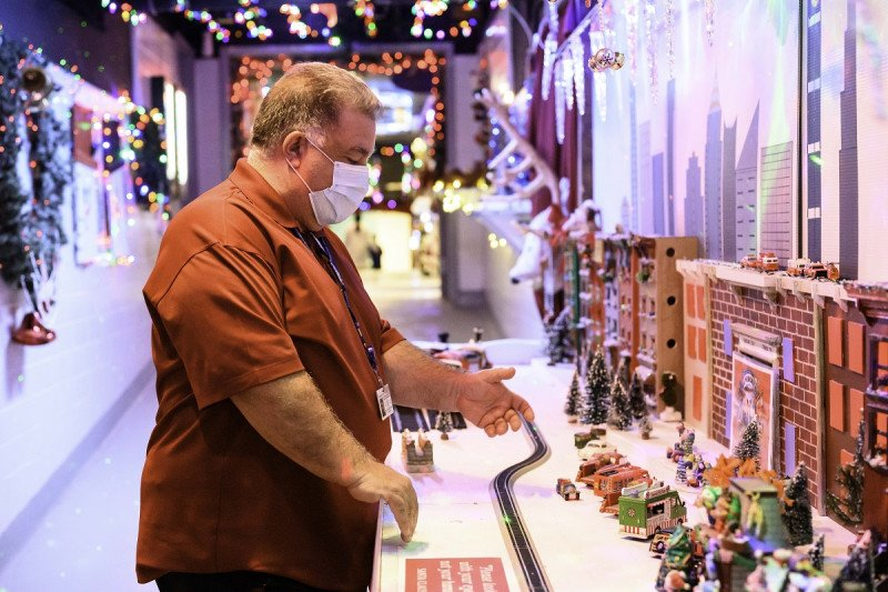 James Imparato, General Manager of MSK's Facilities Services, sets up MSK's Holiday Hallway.