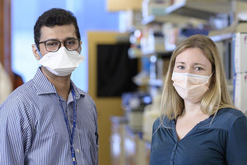 Vijai Joseph and Sabine Topka in the lab