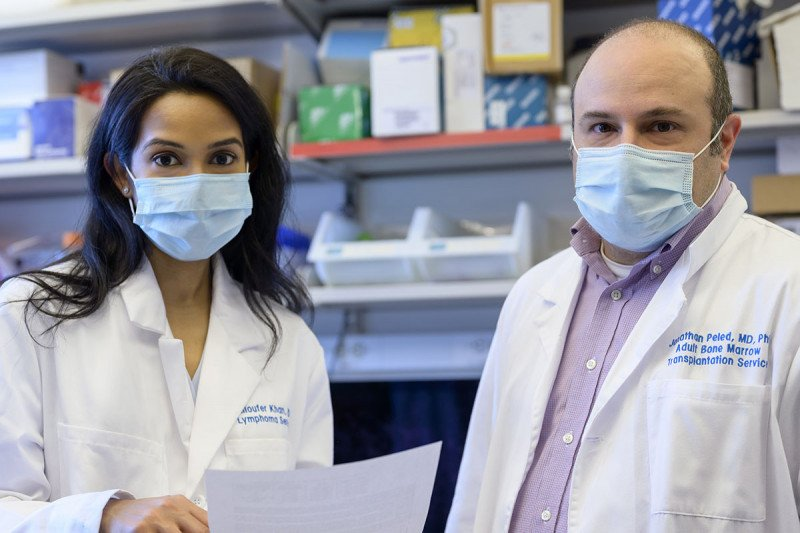 Medical oncologists Niloufer Khan and Jonathan Peled