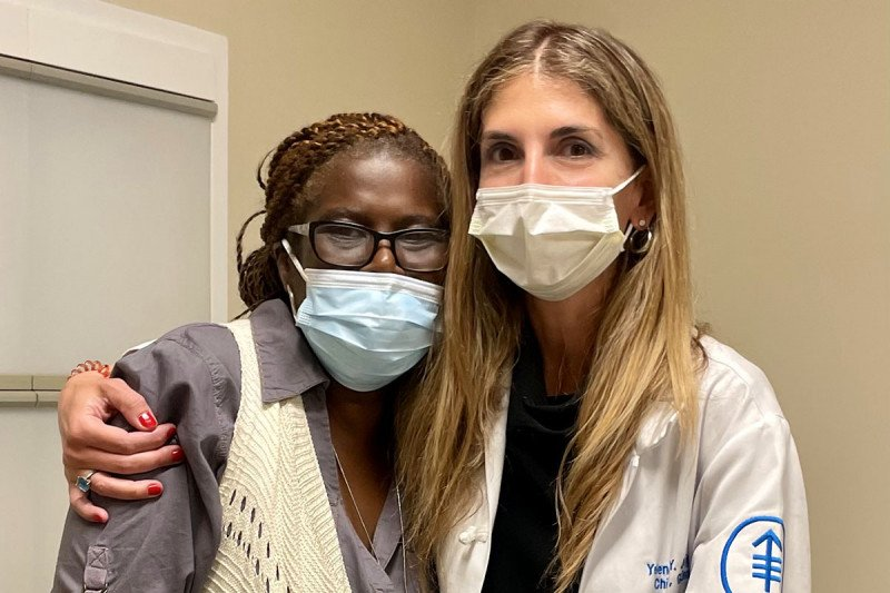 Dr. Yelena Janjigian hugs MSK patient Cecilia Defoe