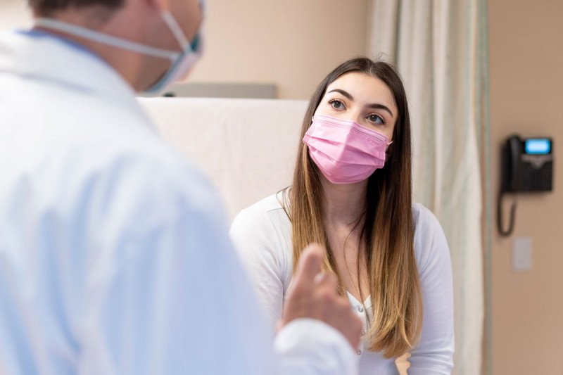A young woman visiting a doctor at MSK