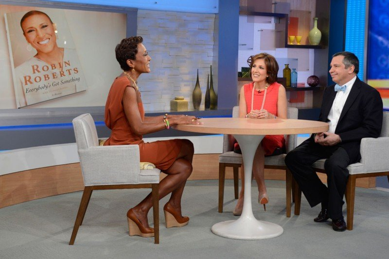 Robin Roberts talks with Memorial Sloan Kettering's Sergio Giralt (right) and Gail Roboz of NewYork-Presbyterian Hospital/Weill Cornell Medical Center  (Photo:Ida Mae Astute/ABC)