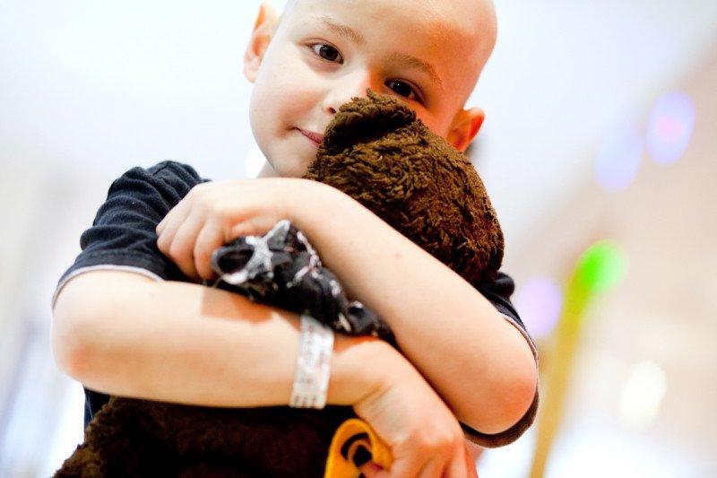 Вашему ребенку будет комфортней во время лечения, если вы принесете с собой знакомые ему домашние вещи.