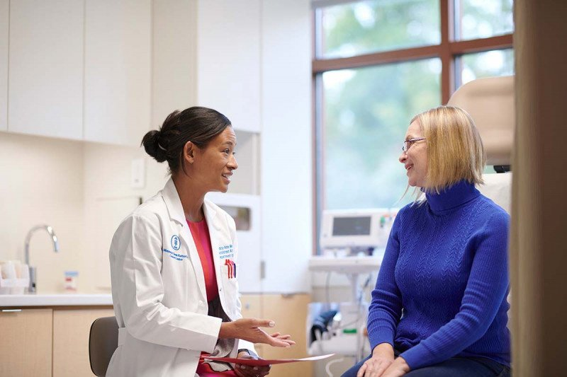 MSK breast surgeon Tracy-Ann Moo talks with a patient
