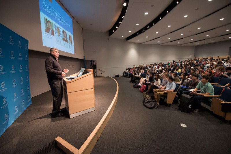 Dr. Craig Thompson, MD, President and CEO, addressing high school students at the 2016 Major Trends in Modern Cancer Research lecture