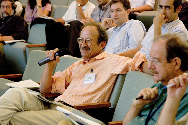 Harold Varmus and Sloan Kettering Institute Director Thomas Kelly participate from the audience