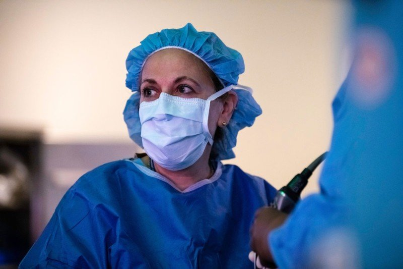 Neurosurgeon Viviane Tabar in the operation room.