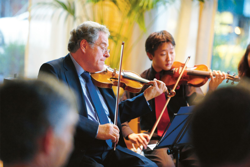 Itzhak Perlman playing Mendelssohn's Octet in E Flat Major with his students