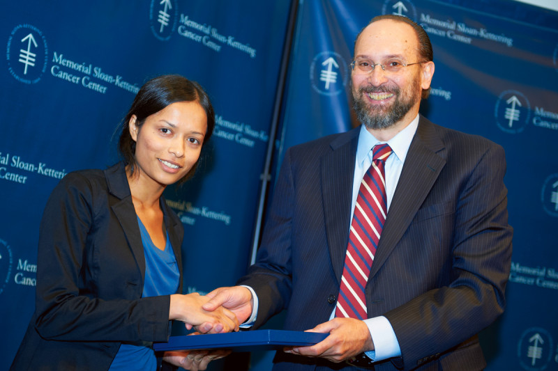 Frank Lappin Horsfall, Jr. Fellowship winner Poulami Samai with Program Chair and Gerstner Sloan Kettering Graduate School Dean Kenneth Marians.