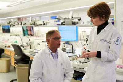 Sarcoma pathologist Cristina Antonescu consults with histotechnologist Noel Solanki