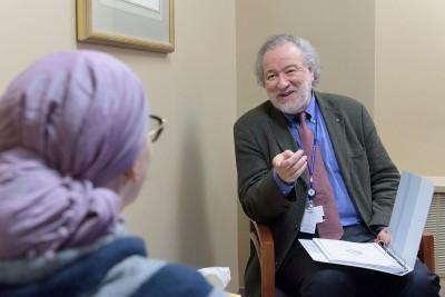 MSK psychiatrist William Breitbart speaking to a patient