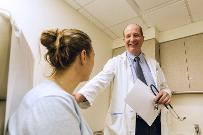 MSK medical oncologist Robert Motzer