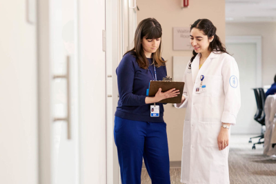 MSK medical oncologist Rona Yaeger speaks to a nurse