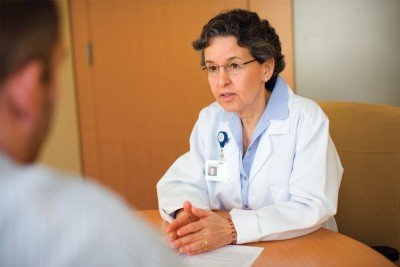 Joanne Frankel Kelvin offers patients information about fertility options.