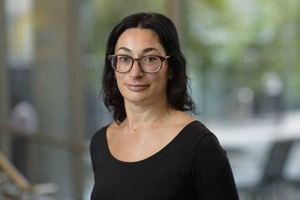 Internist Ioana Chen