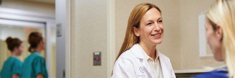 Memorial Sloan Kettering thoracic surgeon Daniela Molena speaks with a patient.