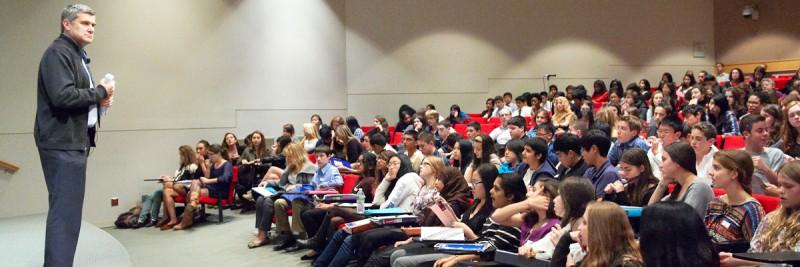 Memorial Sloan Kettering President Craig Thompson welcomes high school students