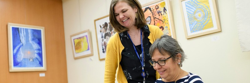 MSK art therapist Deborah Rice works with a patient.